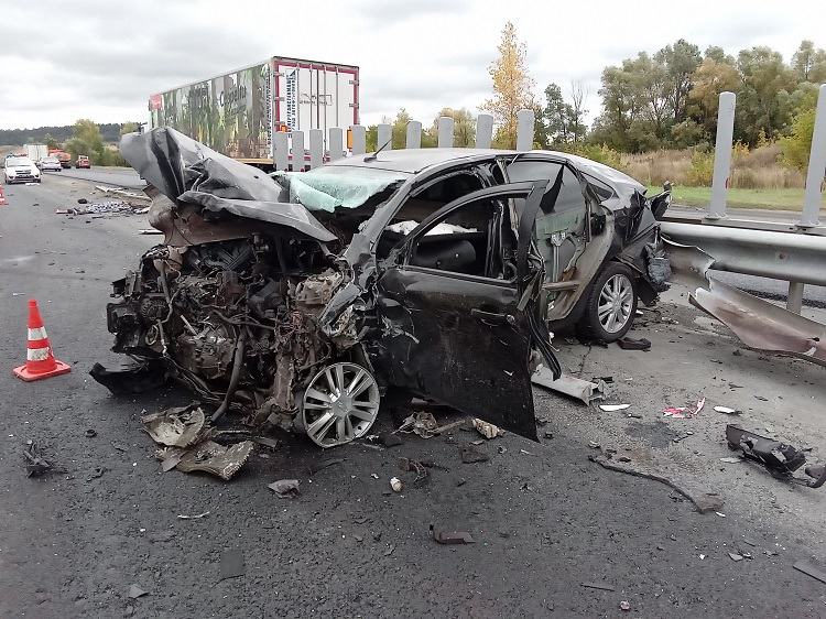 Под Тольятти на трассе М-5 в аварии трех машин погиб человек