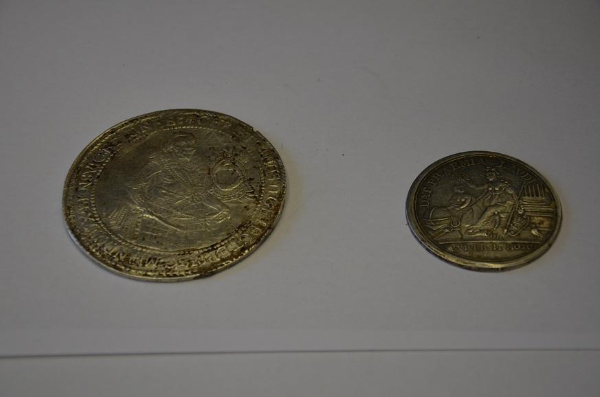 В Самарской области полицейские передали музею клад монет XVIII века