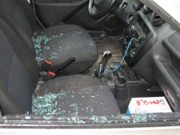 Тольяттинка обворовала водителя, разбив стекло машины