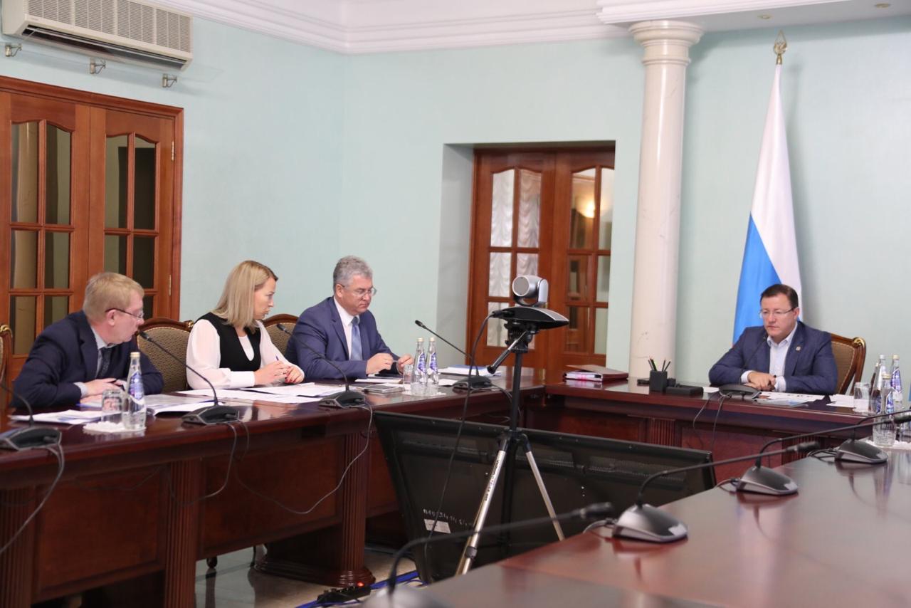 Каракатзанис сообщил Азарову о создании новых рабочих мест на АВТОВАЗе