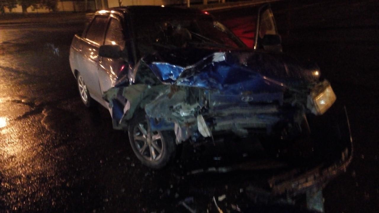 Водитель пострадал в аварии на перекрестке в Тольятти