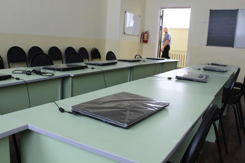 В Тольятти еще одну школу отправили на досрочные каникулы