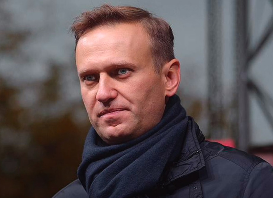 Навальный хочет подать в суд на Пескова