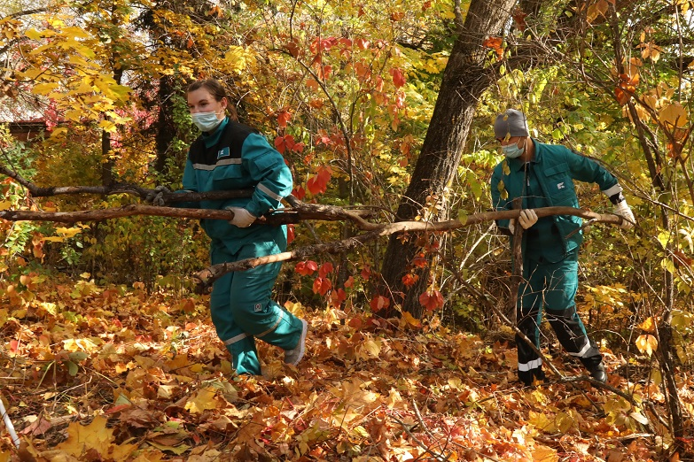 «Тольяттикаучук» очистил территорию дендропарка