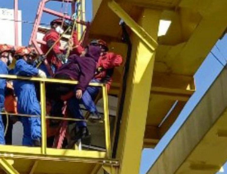В Самарской области спасали крановщицу, которой стало плохо на высоте
