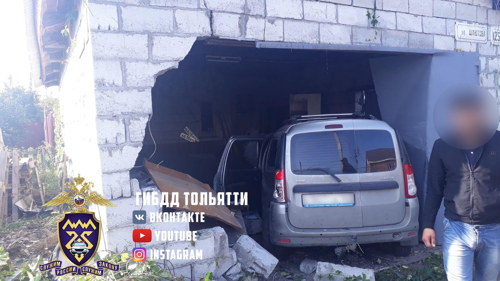 В Тольятти на самом опасном перекрестке машина пробила стену гаража