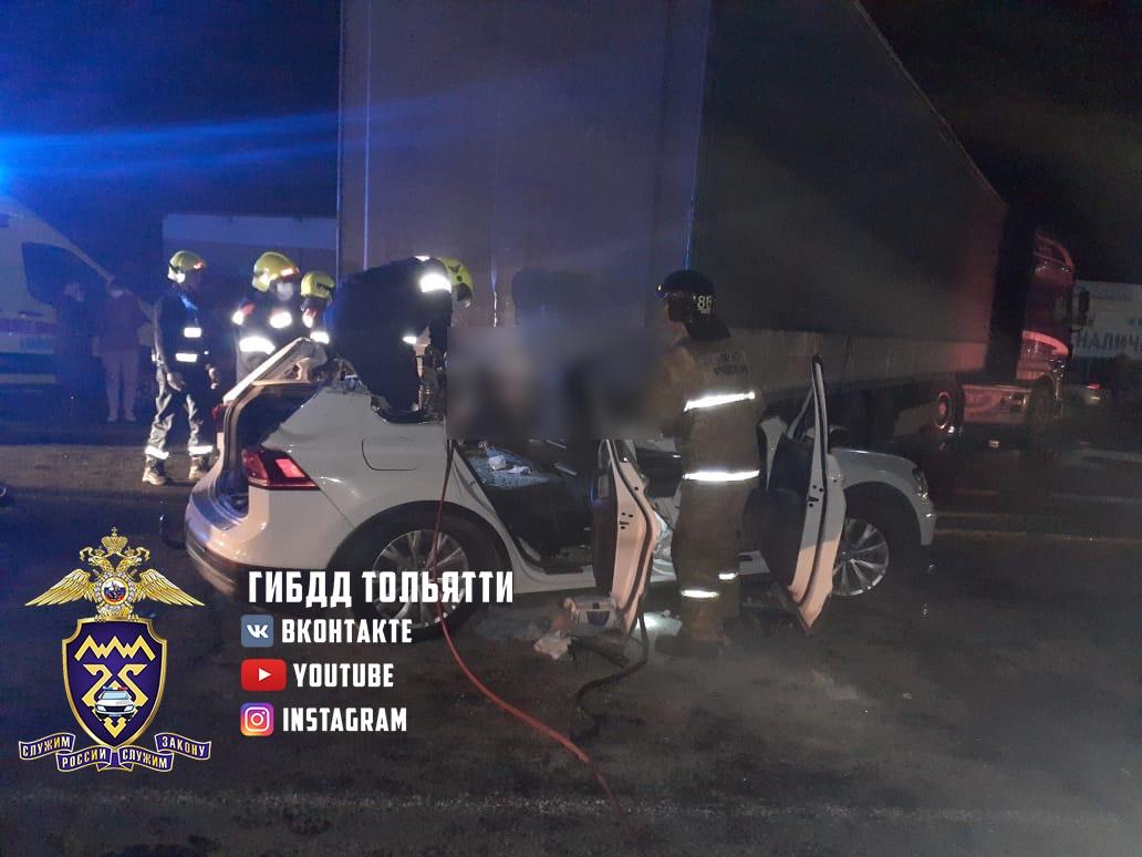 На шоссе в Тольятти столкнулись три легковушки и грузовик. Погиб человек