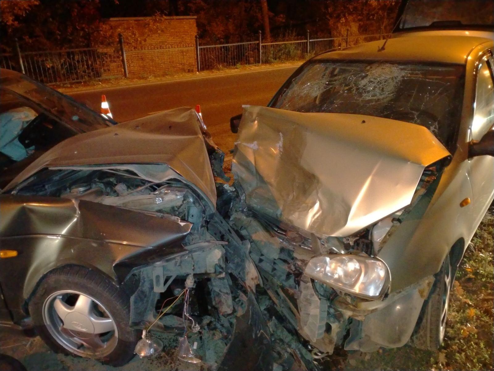 В зеленой зоне Тольятти в жесткой аварии пострадали люди