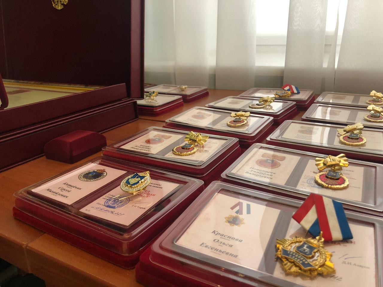 19 жителей Самарской области получили государственные награды из рук Азарова