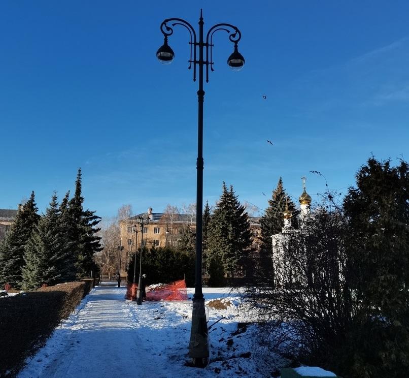 На Центральной площади Тольятти монтируют новое освещение