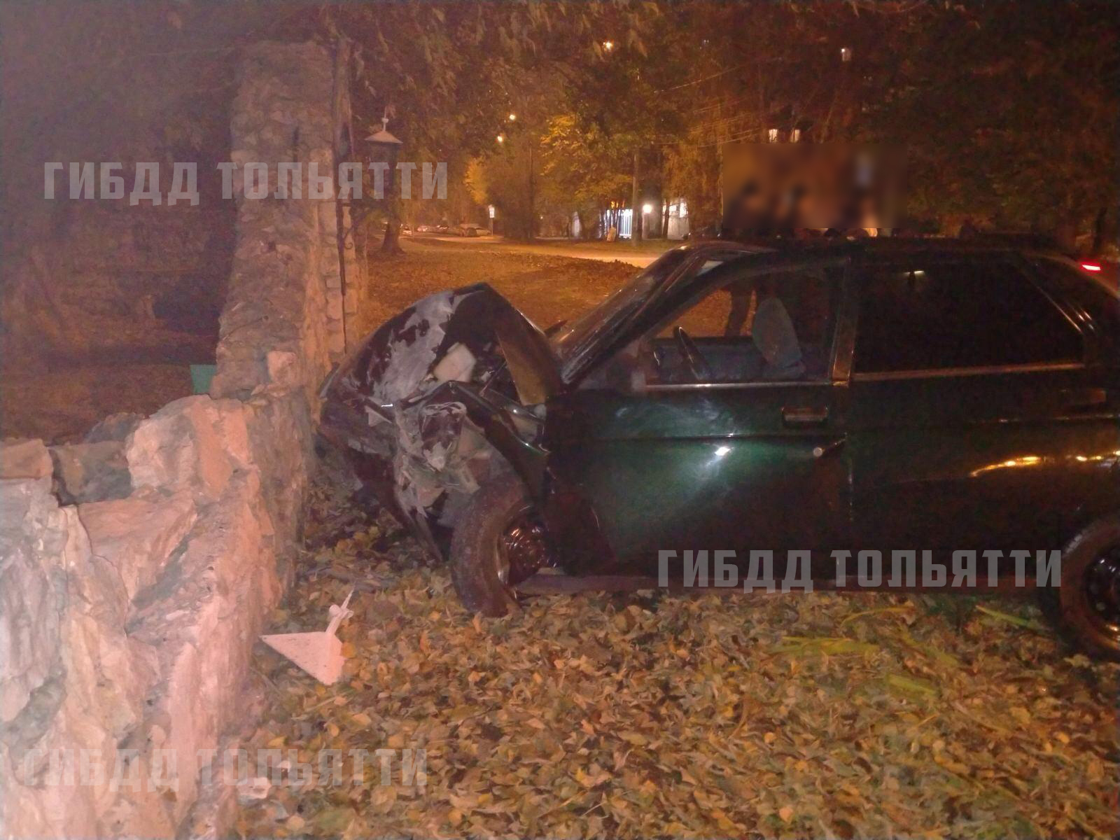 В Тольятти молодой нарушитель с 5 раза разбил свою машину об стену