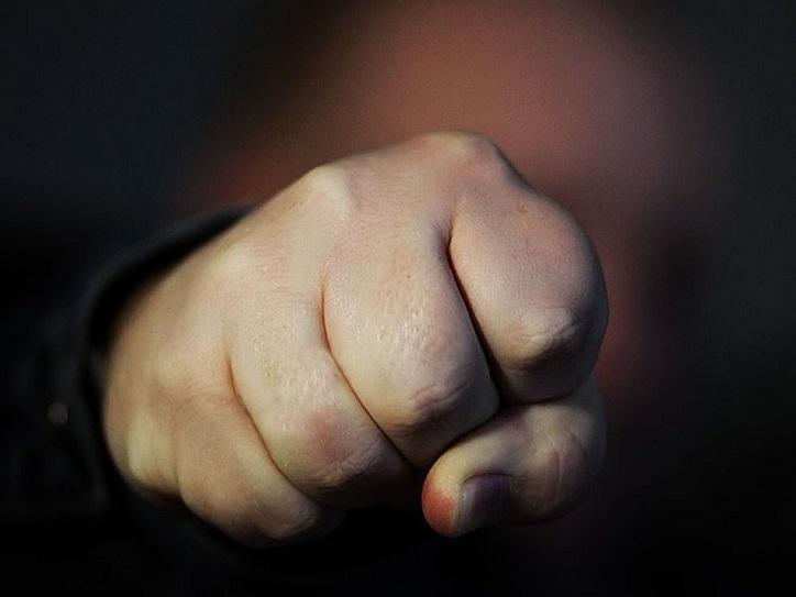 В Самарской области полицейского подозревают в избиении человека в кафе