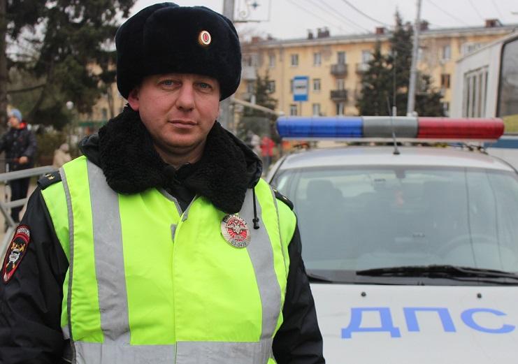 В Самарской области полицейский помог экстренно доставить к врачу ребенка с повреждением лица