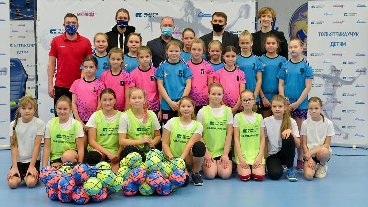 «Тольяттикаучук» поддерживает детскую школу гандбола
