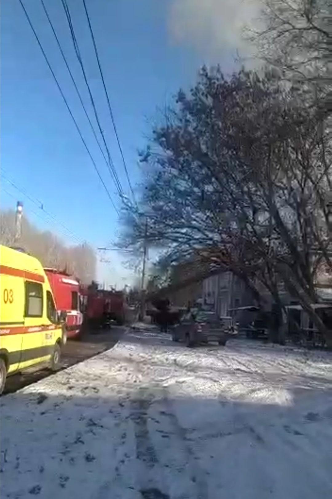 В Тольятти тушат кровлю ресторана на Баныкина