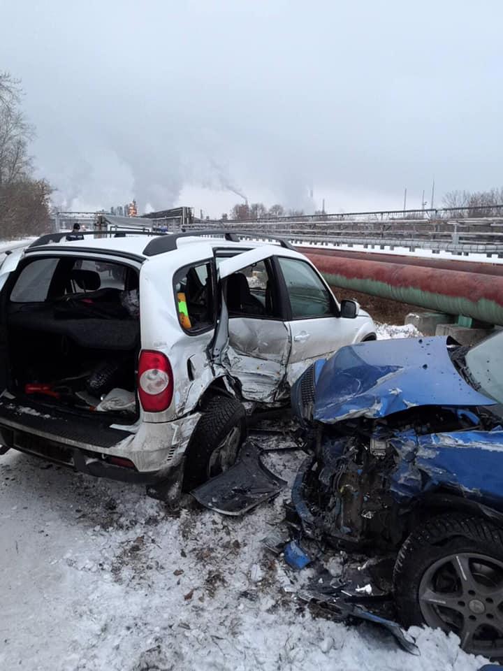 Крупная авария в Тольятти: на Ларина столкнулись два автомобиля
