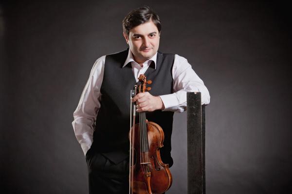 Легендарный скрипач Граф Муржа исполнит в Тольятти 24 каприса Паганини