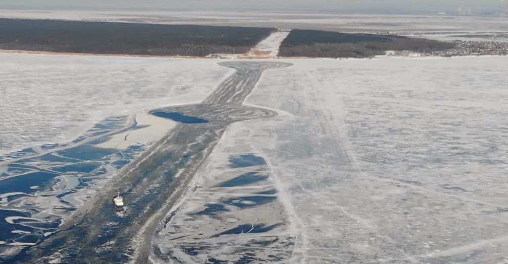 МЧС: Выход на лед в районе строительства Климовского моста опасен для жизни