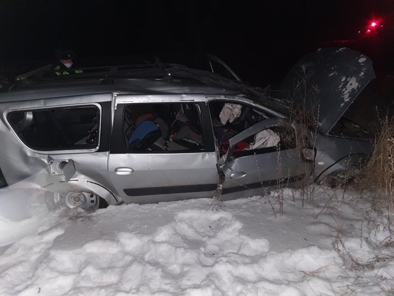 В Самарской области женщина и дети пострадали в перевернувшейся машине