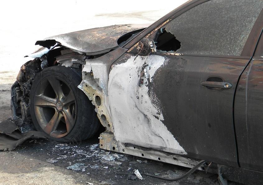 Самарский таксист выследил обидчика и поджег его машину