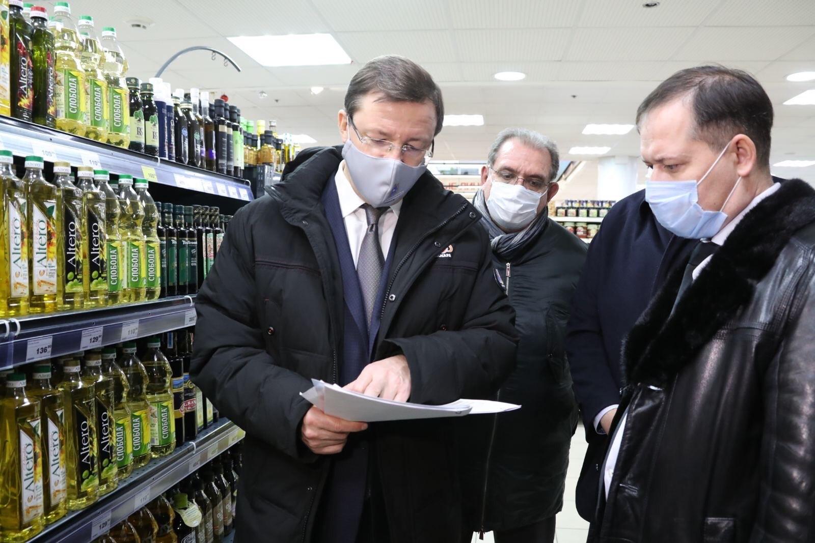 Азаров проверил цены на продукты в магазинах Тольятти