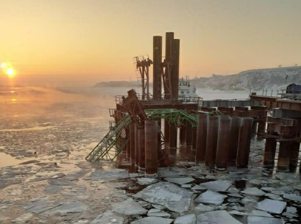 В Самарской области c моста у Климовки упал кран. Погибли люди