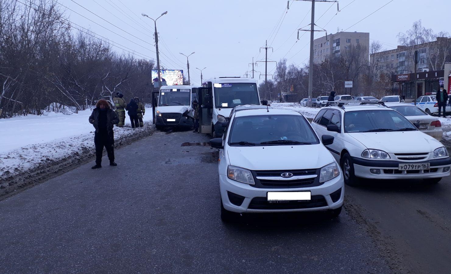 В Тольятти в аварии маршруток и легковушек пострадали люди