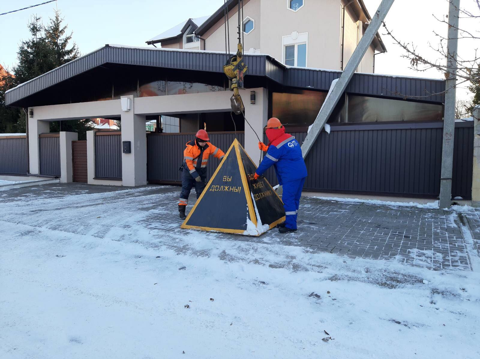 Пирамида весом 3 тонны вынудила жителя Тольятти оплатить долг