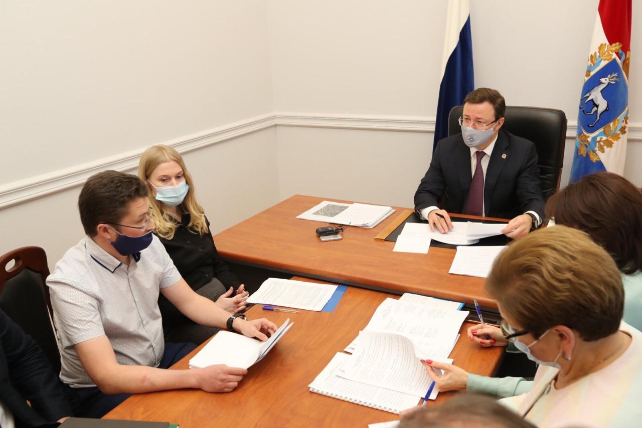 Азаров обсудил с жителями Тольятти загрязнение воздуха