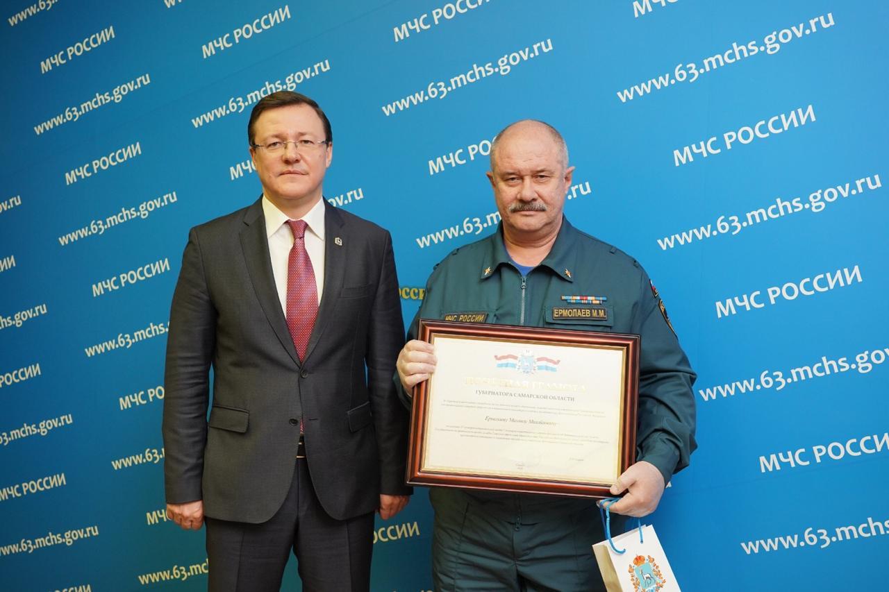 Дмитрий Азаров поздравил спасателей региона с профессиональным праздником