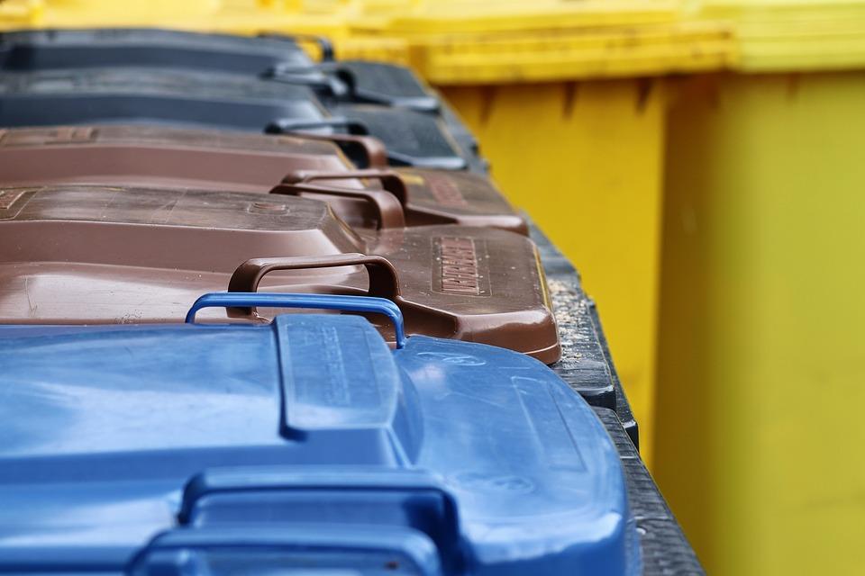 «Вопрос на жестком контроле»: Азаров попросил граждан выявлять недостатки в системе обращения с мусором