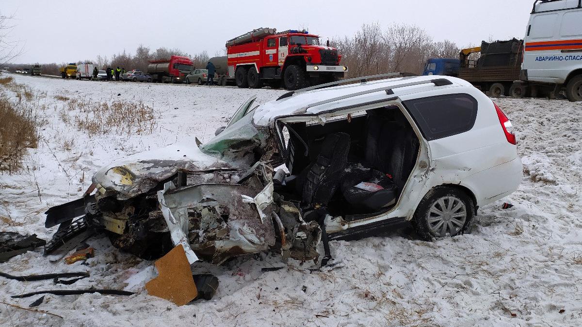 В Самарской области на трассе в страшной аварии погибли люди