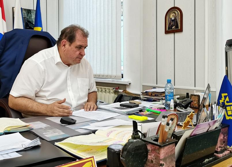 Азаров похвалил Анташева за разъяснительную работу