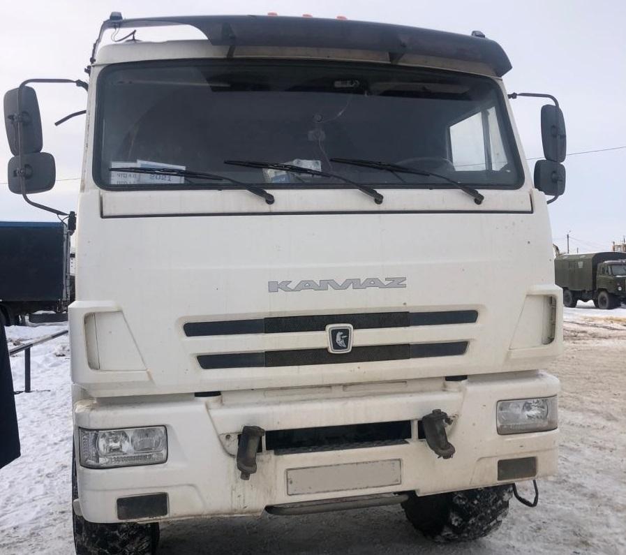 В Самарской области КАМАЗ сбил двоих детей