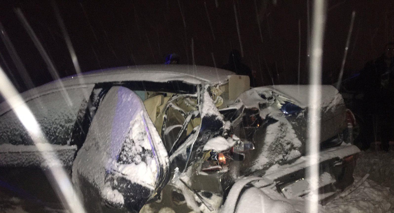 В Самарской области во время снегопада фура выбросила в кювет машину с детьми