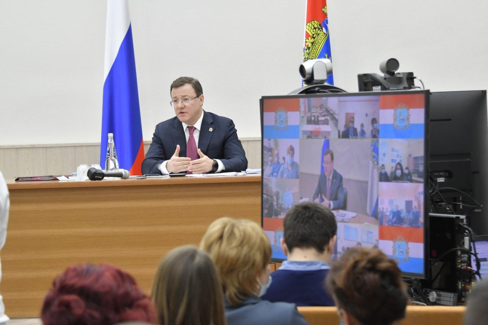 Дмитрий Азаров сделает заседания комиссии по лицензированию УК доступными для СМИ и граждан