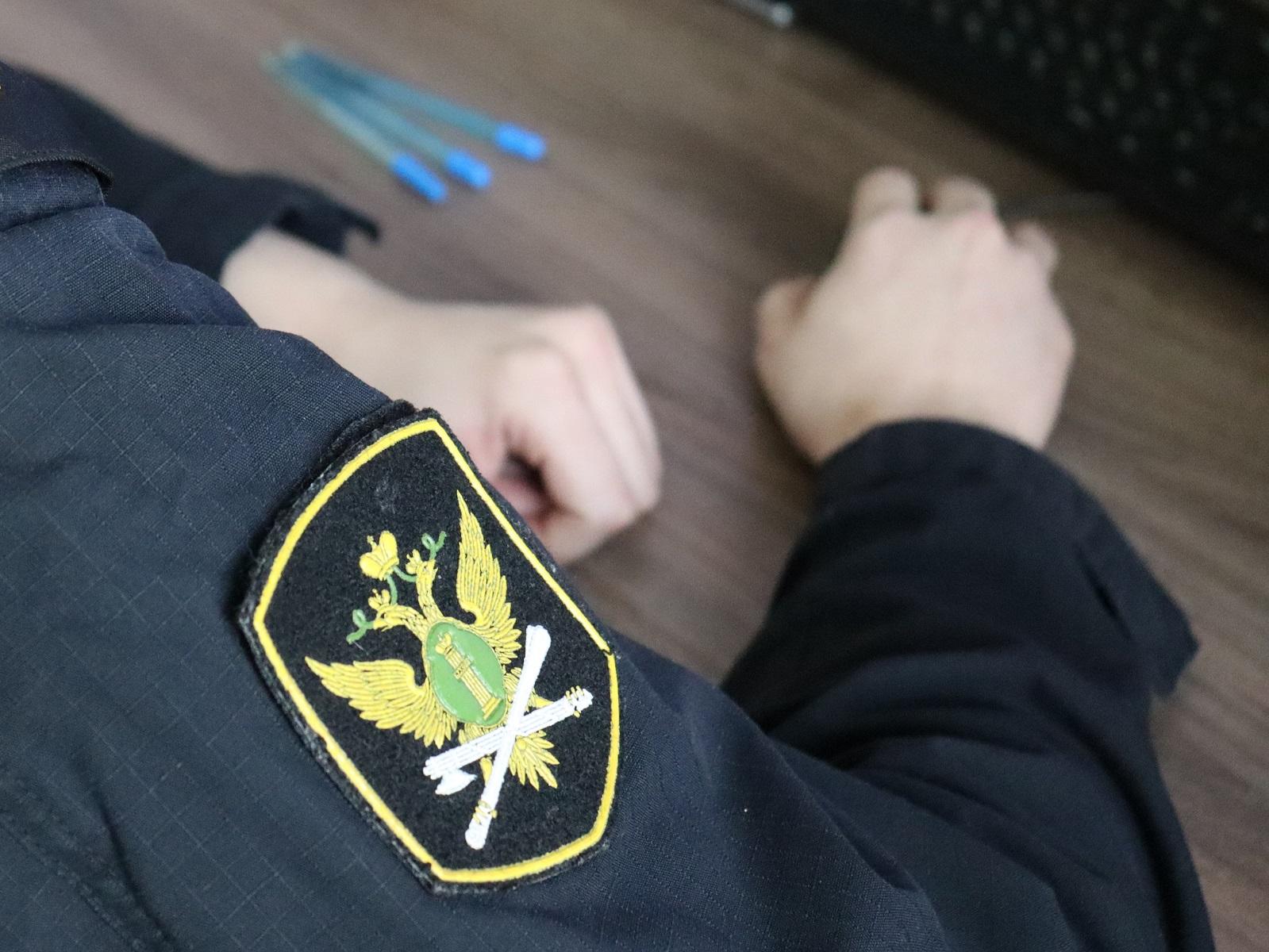 В Самарской области вор-должник неудачно встретился с законом на остановке