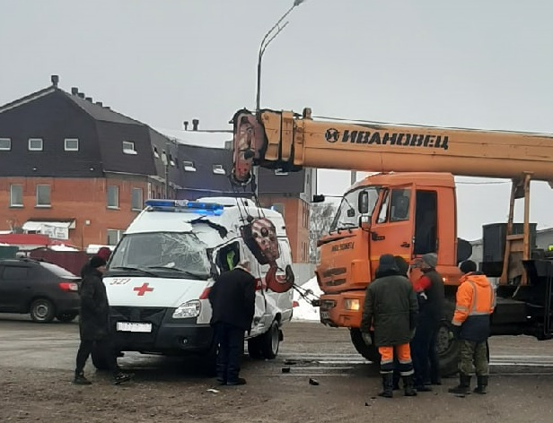 В Самарской области врачи пострадали в аварии с автокраном