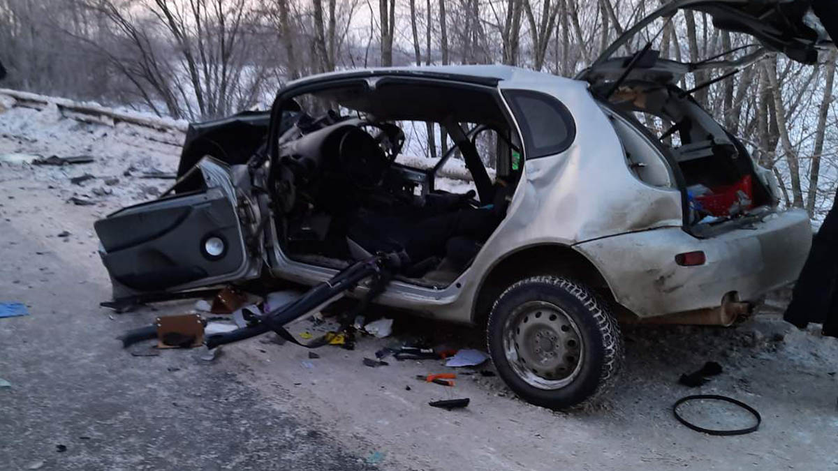 В Самарской области водитель «Лады» выжил в страшной аварии с фурой