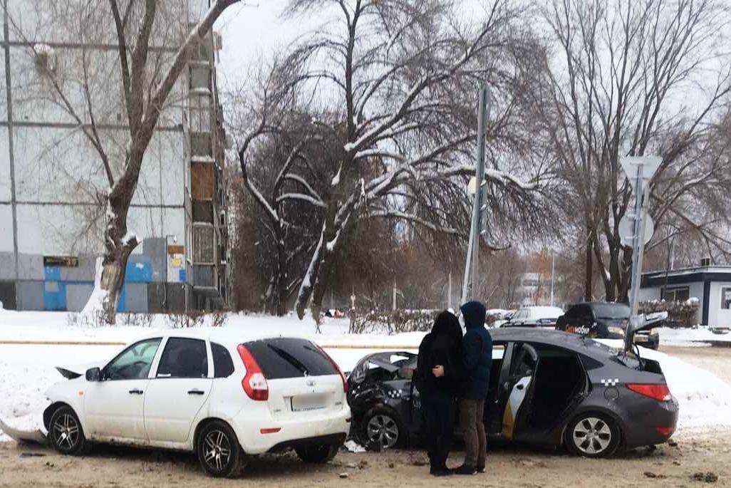 В Тольятти «Калина» столкнулась c Huyndai на встречке