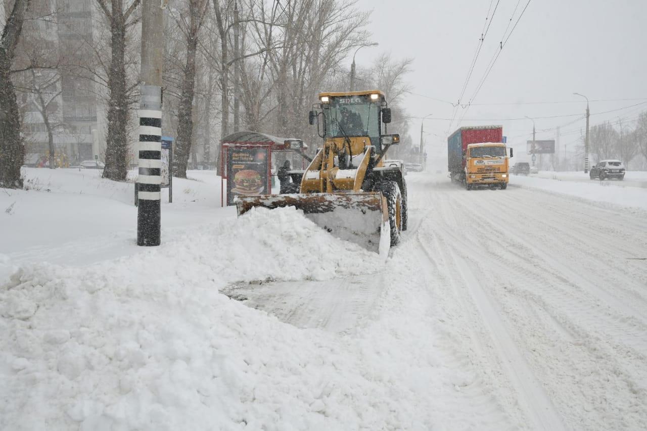 Азаров поручил главам городов взять на особый контроль работу по расчистке улиц после сильного снегопада