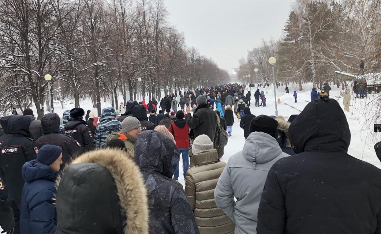 В Тольятти люди вышли на несанкционированный митинг
