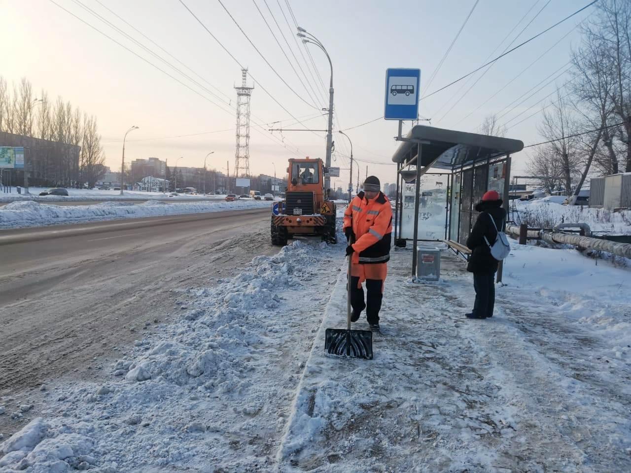 В Тольятти устраняют последствия снегопада