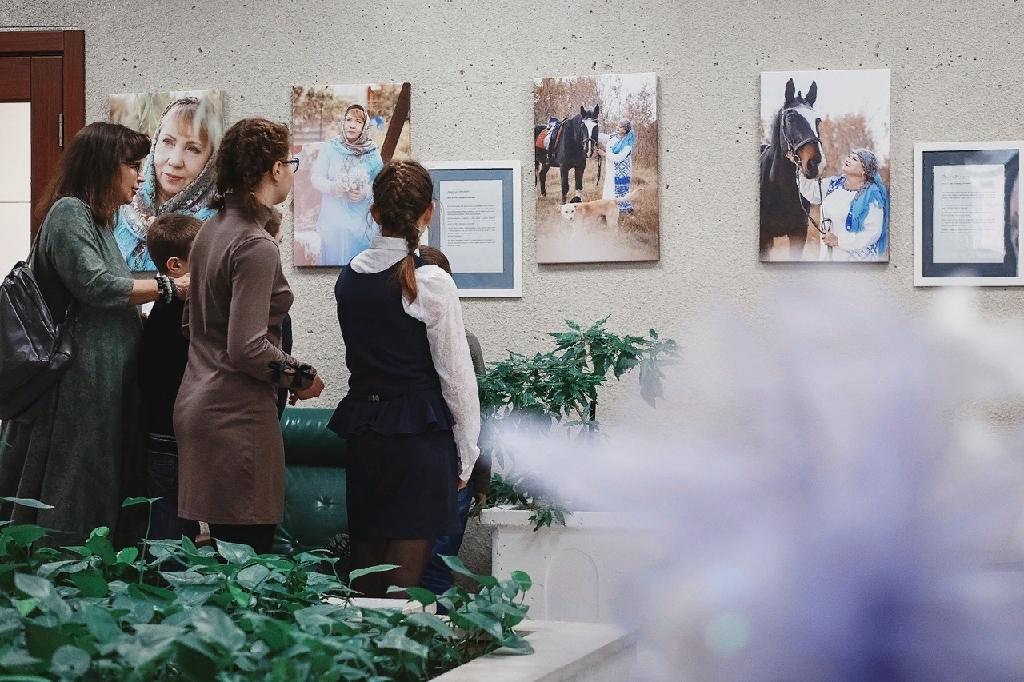 Виртуальная выставка «Мамин выходной»