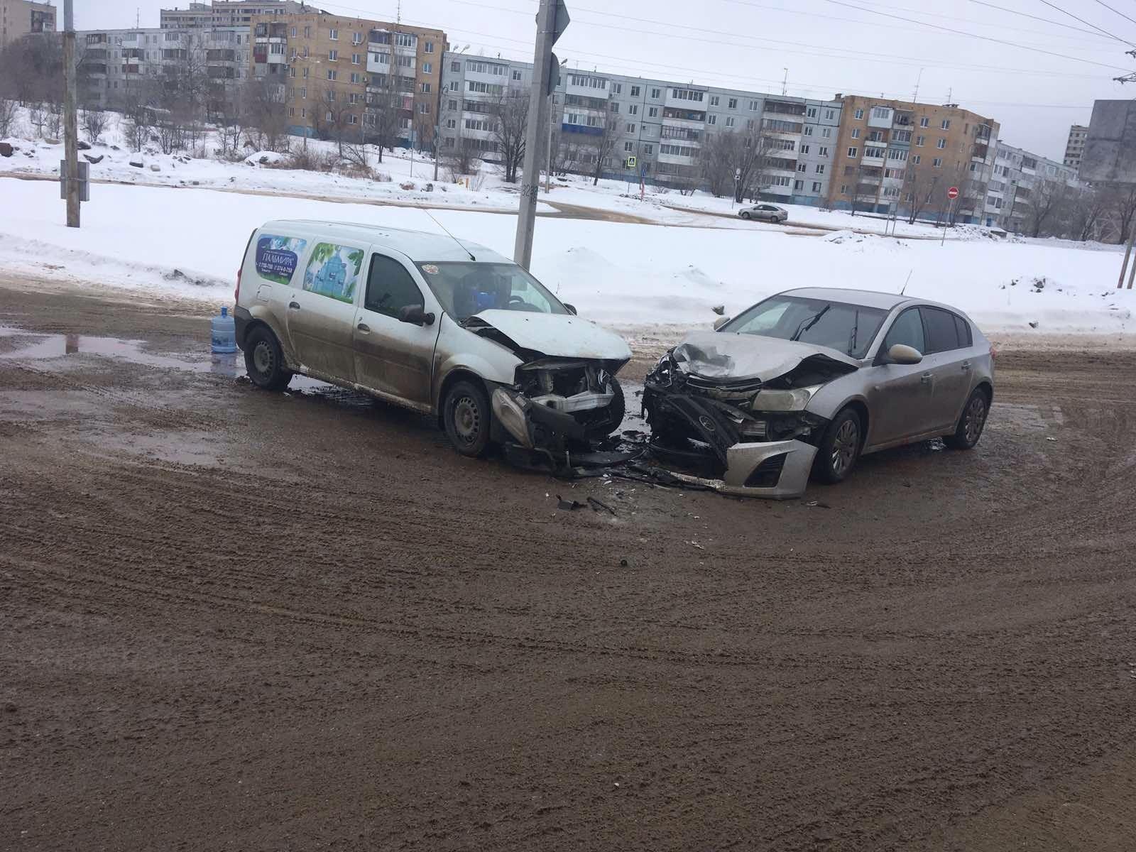 В Тольятти в аварии на перекрестке пострадал человек