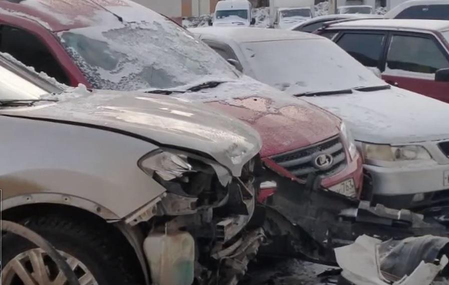 В Тольятти автомойщик угнал у клиента «Мазду» и разбил 5 машин