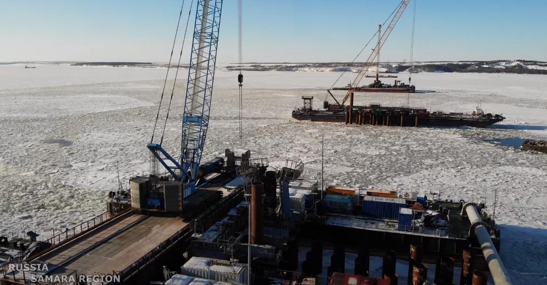 Готовят опоры: Опубликовано новое видео с места строительства моста через Волгу