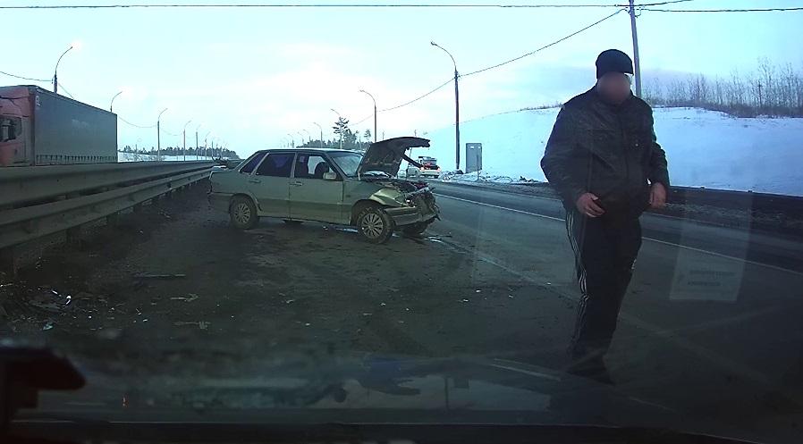 В Тольятти пьяный водитель пошел на таран отбойника