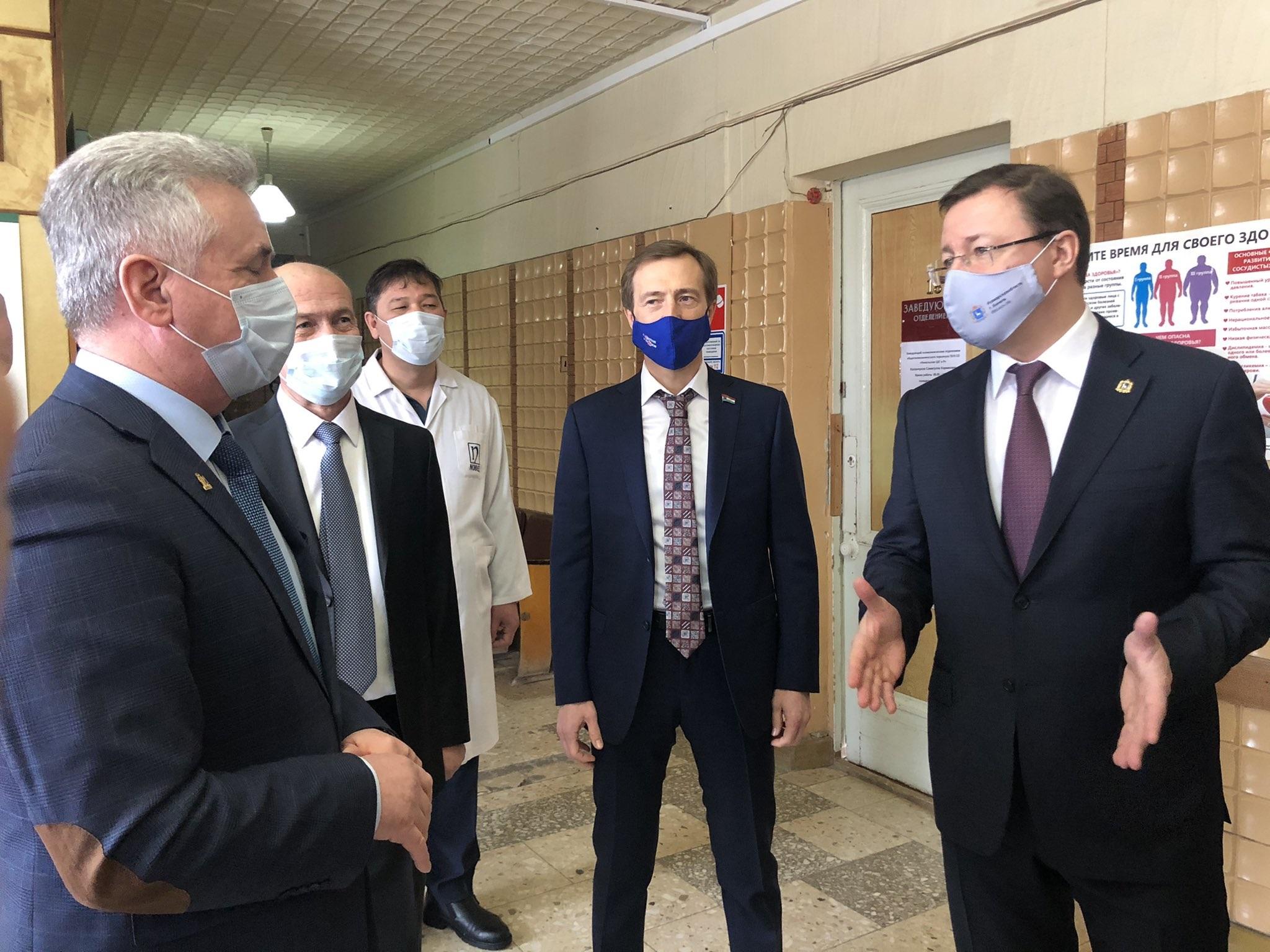 Дмитрий Азаров поручил провести ремонт Алексеевской поликлиники в этом году