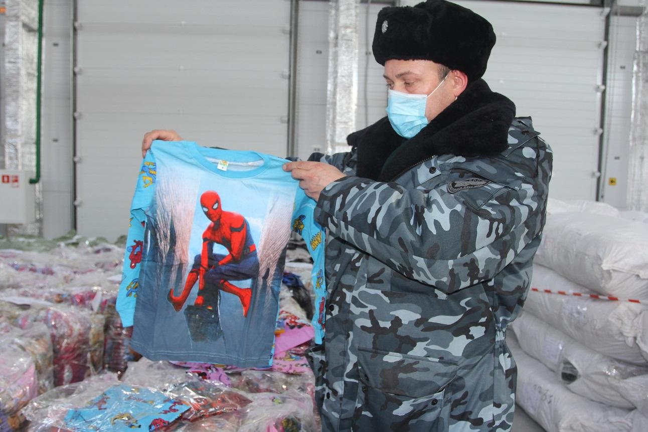 Представляет угрозу здоровью: в Самарской области изъяли 17 тысяч поддельных детских пижам и футболок